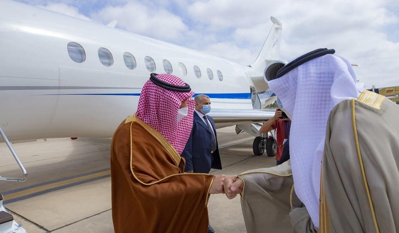 """وصول وزير الرياضة إلى الرباط لحضور نهائي البطولة العربية بين الاتحاد والرجاء """"صور"""""""