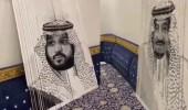 بالفيديو .. مواطن يرسم صور للملك سلمان وولي العهد بطريقة مبتكرة في لوحة واحدة
