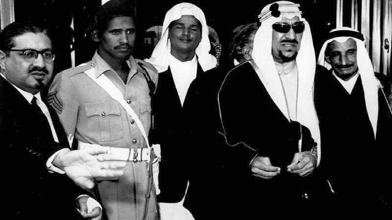 صورة نادرة الملك سعود أثناء زيارة فرنسا قبل 58 عام