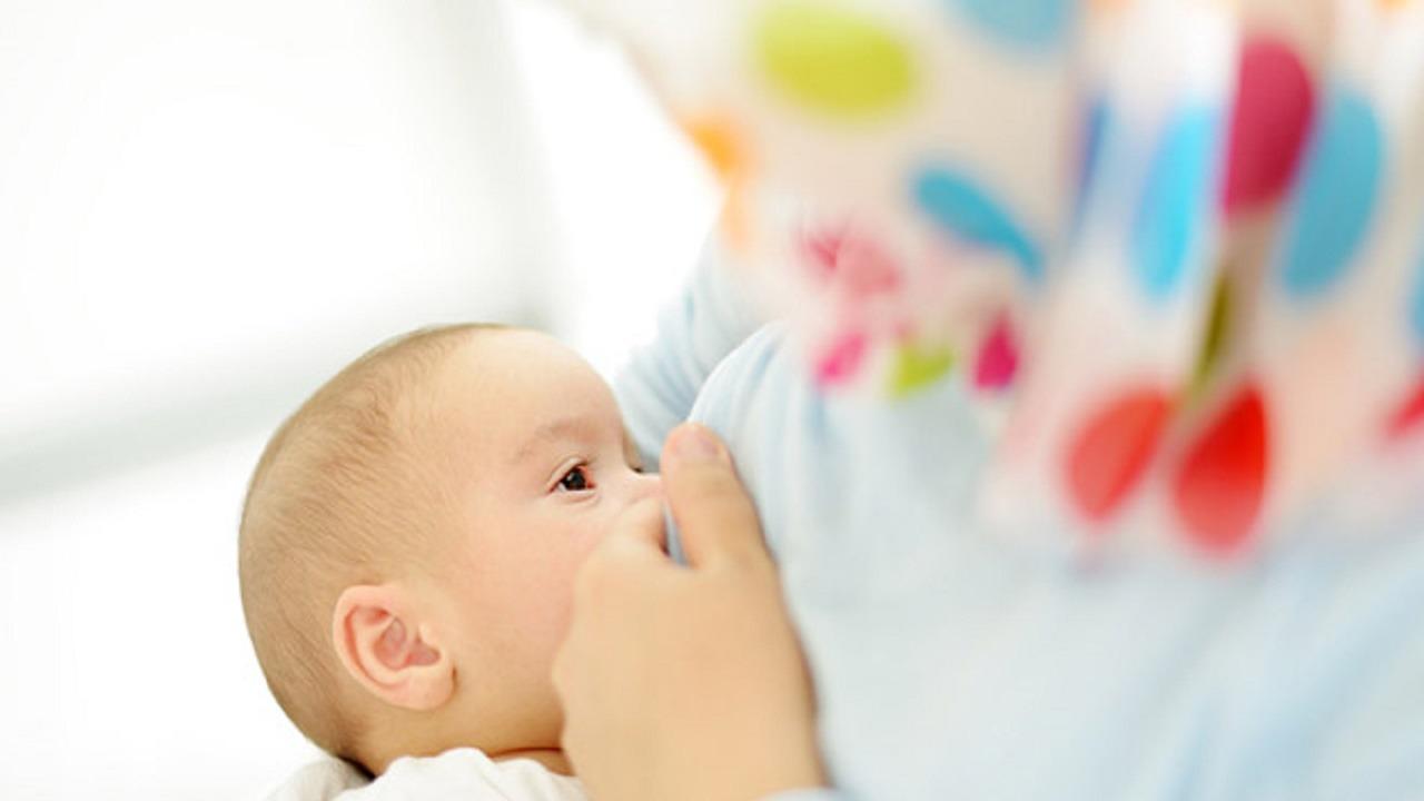 تجمع الرياض الصحي يوضح أهمية الرضاعة الطبيعية