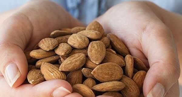 5 فوائد صحية لتناول اللوز يوميا