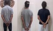 القبض على 4 أشخاص ومقيم بعد أن قاموا بسرقة 13 مركبة بجدة