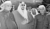 صورة نادرة للملك سعود مع أول رئيس هندي بمطار دلهي