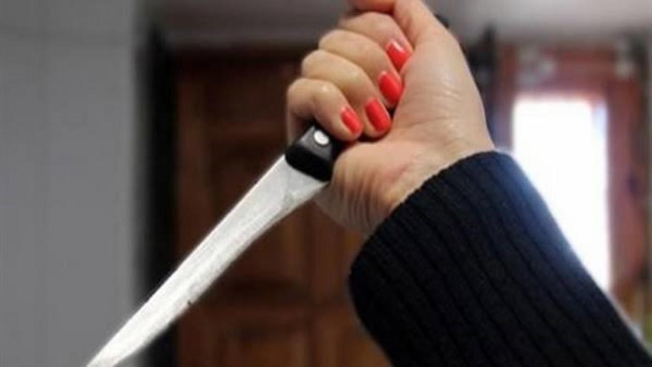 امرأة تطعن والدها لعدم دعمه لها ضد طليقها