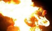 القبض على امرأة أشعلت النيران في جسد والدة زوجها