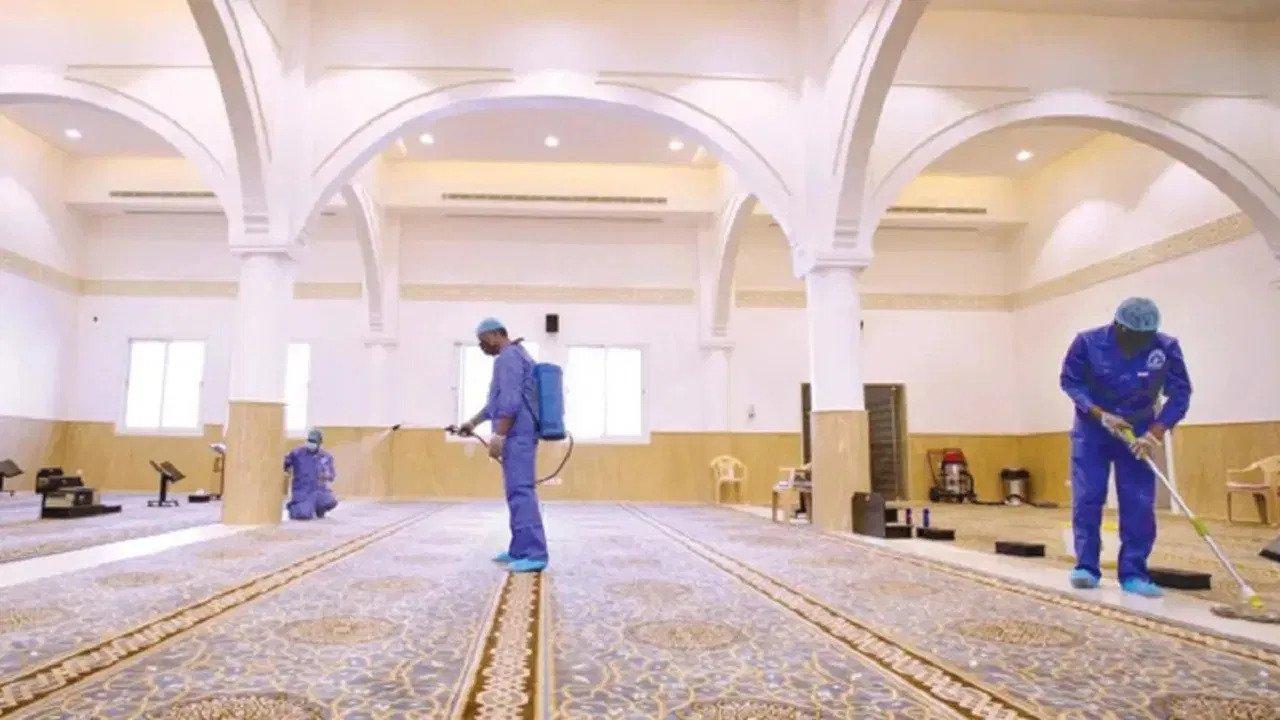 الشؤون الإسلامية تعيد افتتاح مسجد بعد تعقيمه في عسير