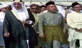 بالفيديو .. لقطات نادرة للملك فيصل وهو يطوف مع ملك ماليزيا حول الكعبة المشرفة