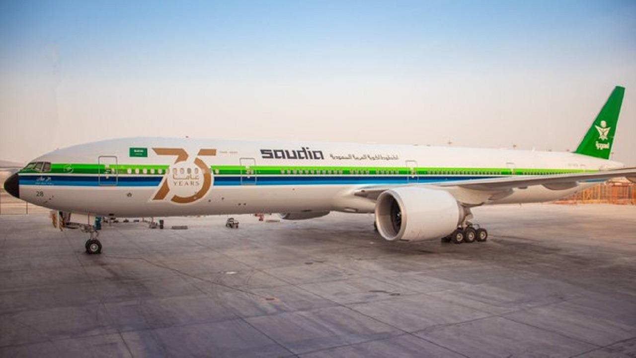الخطوط السعودية تعيد طلاء إحدى طائراتها بشعار الثمانينات