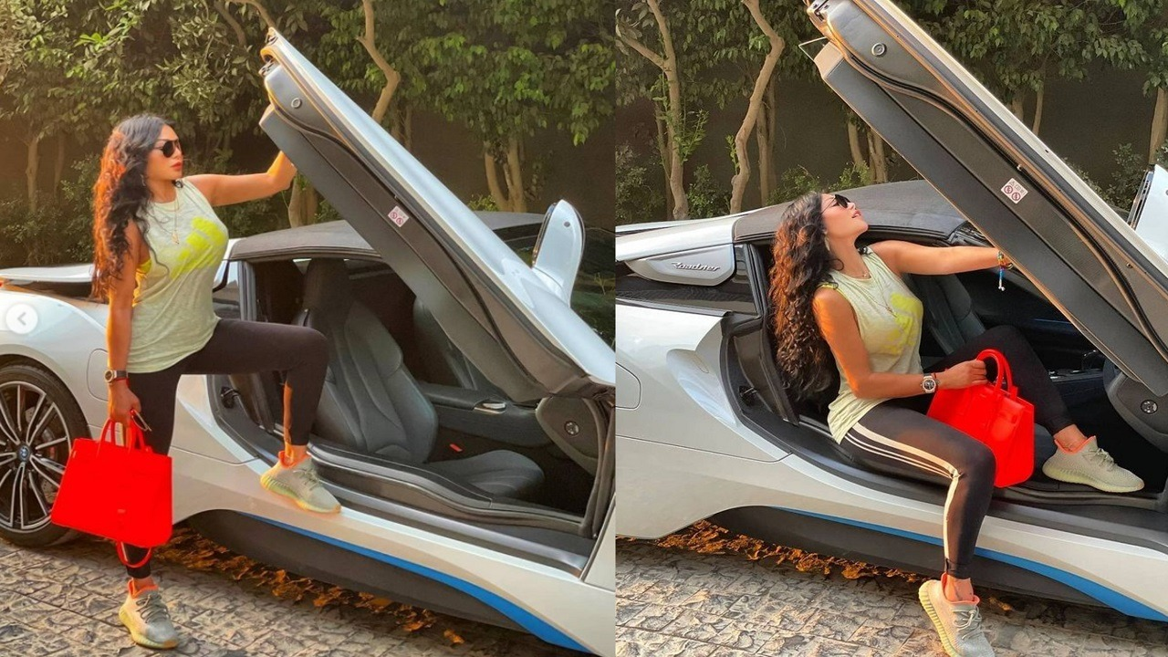 هيفاء وهبي تستعرض سيارتها الفارهة بإطلالة جريئة