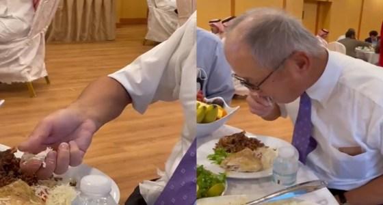 """سفير اليابان: """"جربت أضرب بالخمس هل أدائي يتحسن؟"""""""