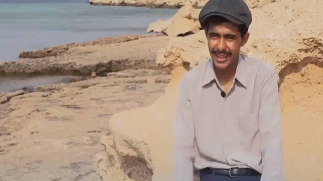 بالفيديو.. شاب يعيش في حقبة الستينات بتبوك