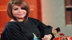 """بالفيديو.. مها محمد تتعرض لموقف محرج بعدما حاولت ابنتها خلع """"باروكتها"""" بالمطعم"""