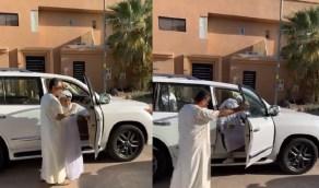 بالفيديو.. الفنان عبدالرحمن الخطيب يغادر المستشفى بعد تحسن حالته الصحية