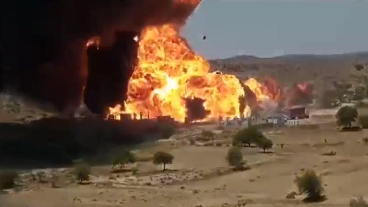 فيديو.. لحظة انفجار صهريج وقود في مناطق سيطرة الحوثيين