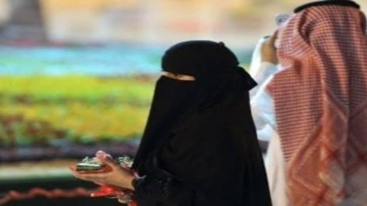 مواطن يفاجئ زوجته بشراء منزل باسمه بعدوضعها جزء من راتبها في حسابه لمدة 15عاما