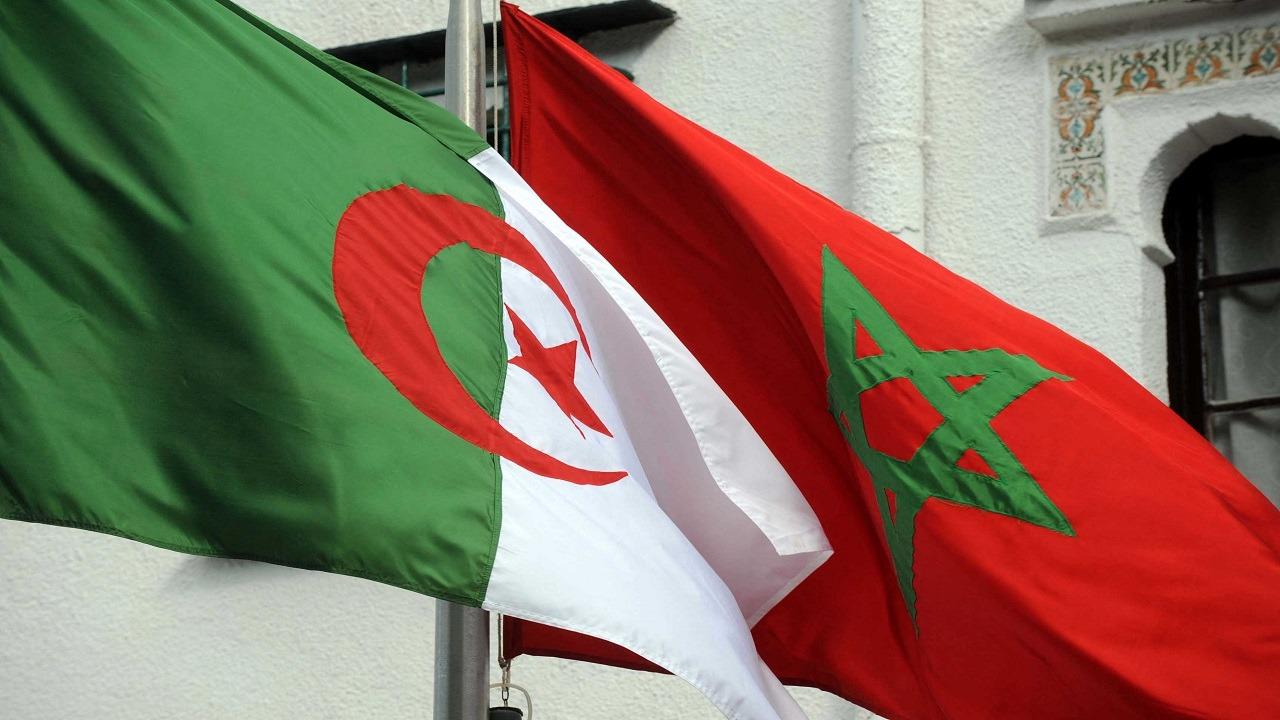 الجزائر تغلق مجالها الجوي مع المغرب