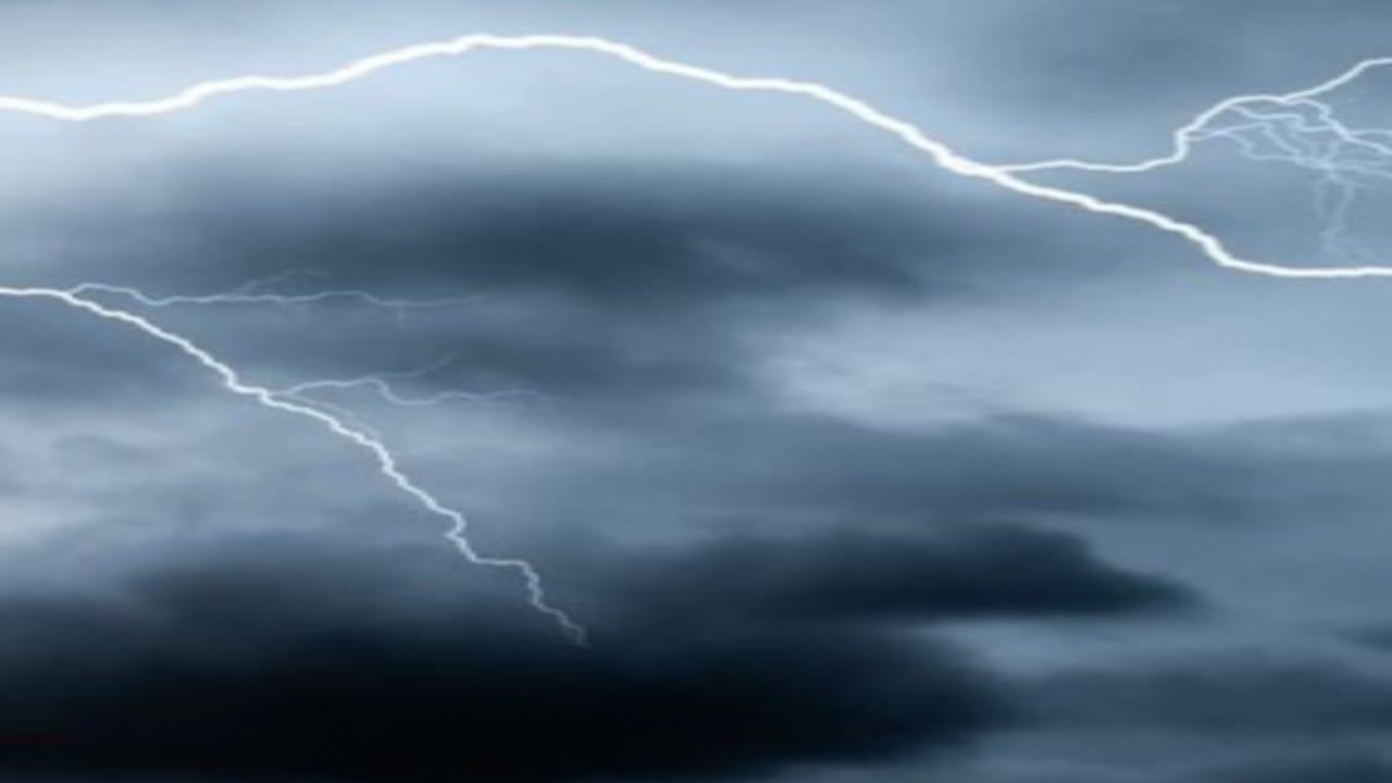 تنبيه لمستخدمي طرق جازان: أمطار ورياح تحد من الرؤية الأفقية