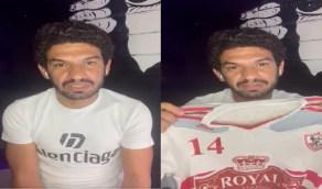 شاهد.. اللاعب حسين المحمدي يطرح قميصه للبيع لدعم الزمالك