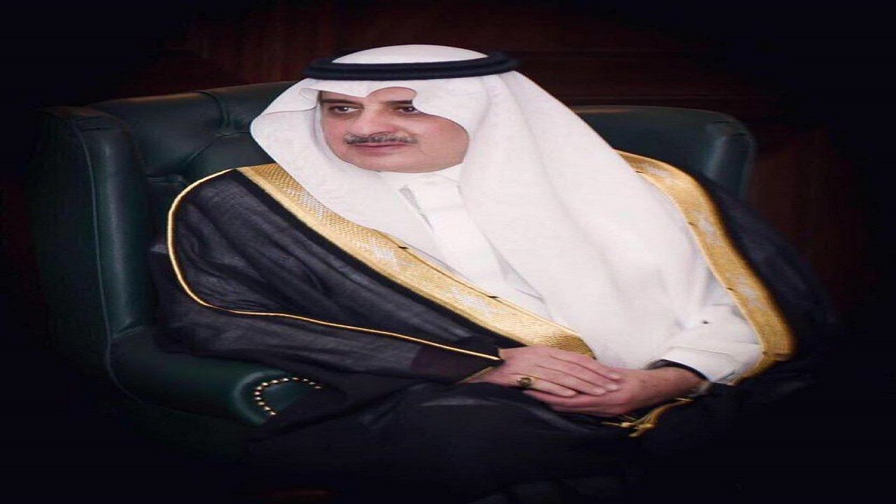 أمير تبوك يواسي الشيخ أحمد الخريصي في وفاة أبن شقيقه