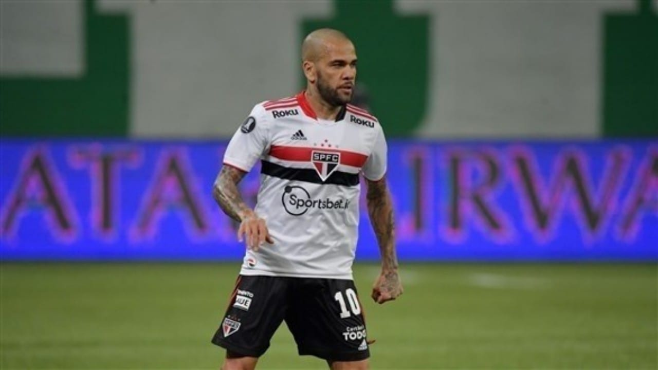ألفيس يرفض حضور تدريباتساو باولو بسبب رواتبه المتأخرة