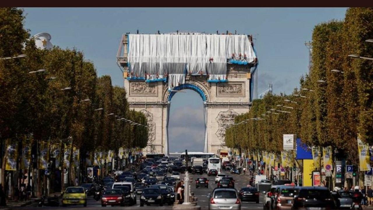 ما قصة تغليف قوس النصر في باريس؟