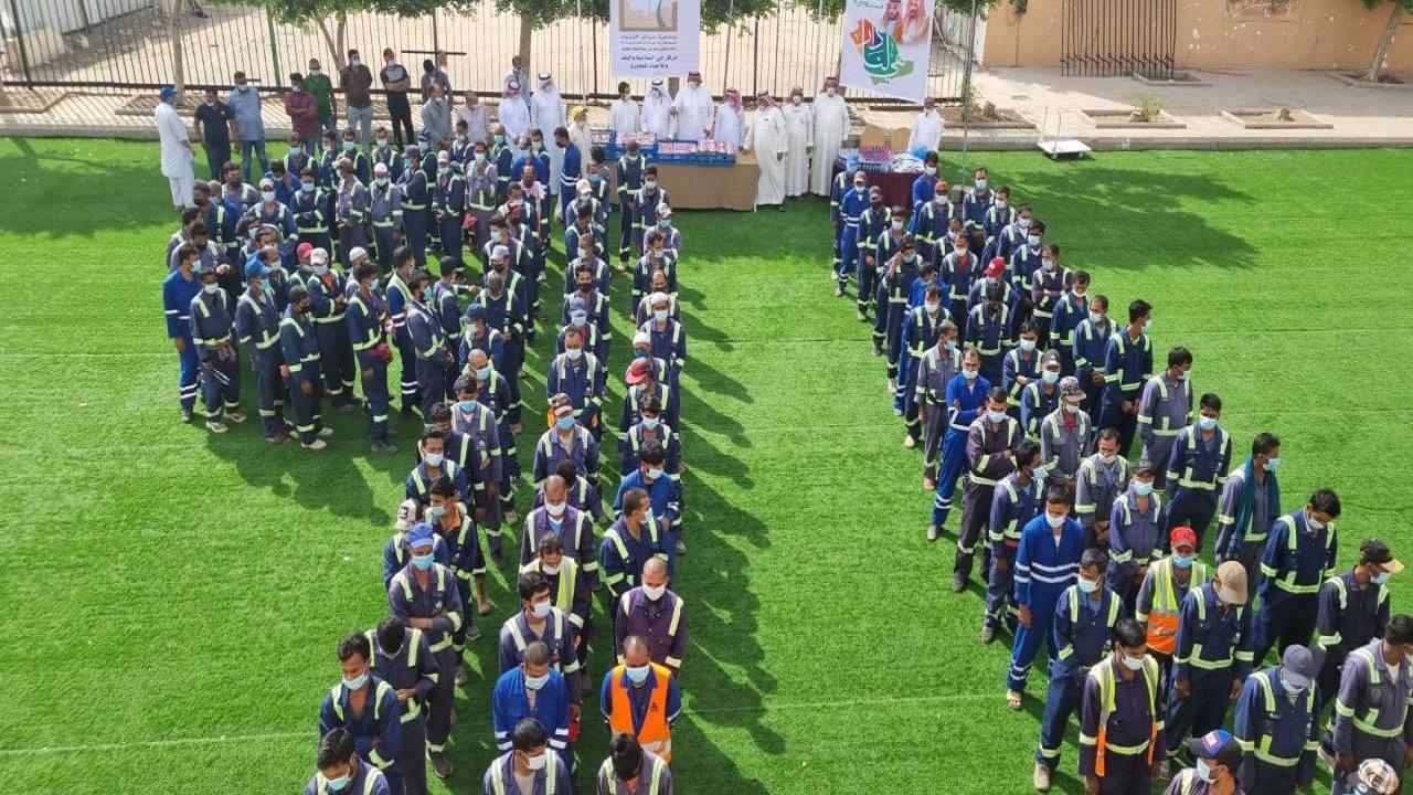جمعية مراكز الاحياء بالطائف تنفذ مبادرة 91 لعمال النظافة
