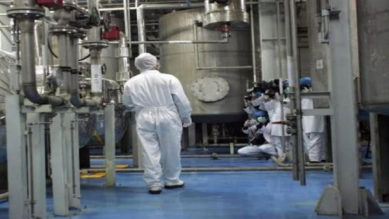 حرّاس إيرانيون يتحرّشون بمفتشات وكالة الطاقة في منشأة نووية