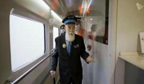 مأمور القطارات يعود للمقصورة بعد 45 عامًا ليفتح صندوق ذكرياته مع السكة الحديد
