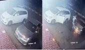 فيديو يظهر شجاعة رجل لإنقاذه سيارة داخلها أطفال بمحافظة العرضيات