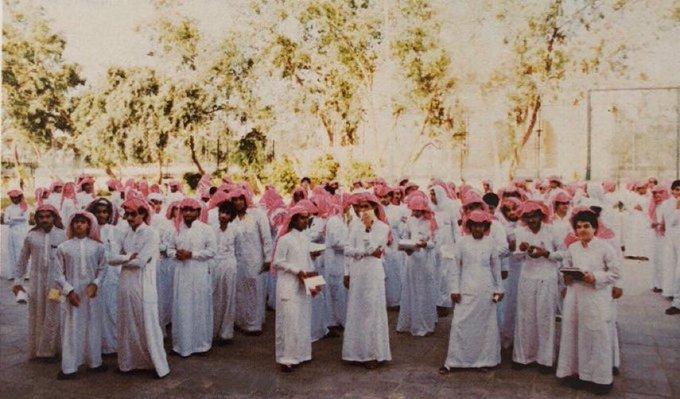 صورة جميلة لطلاب إحدى مدارس الرياض