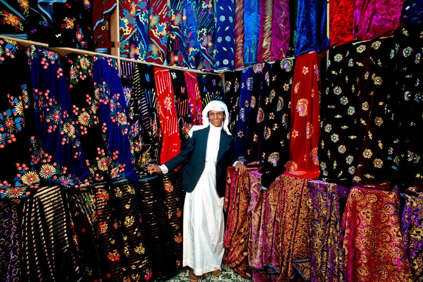 دكاكين بيع الملابس والأقمشة في نجران