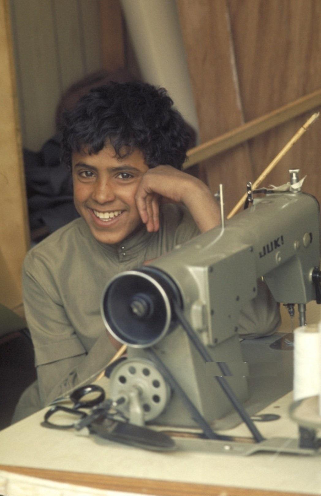 صورة مفعمة بالأمل لأحد طلاب معهد النور بالرياض قبل 43 عام