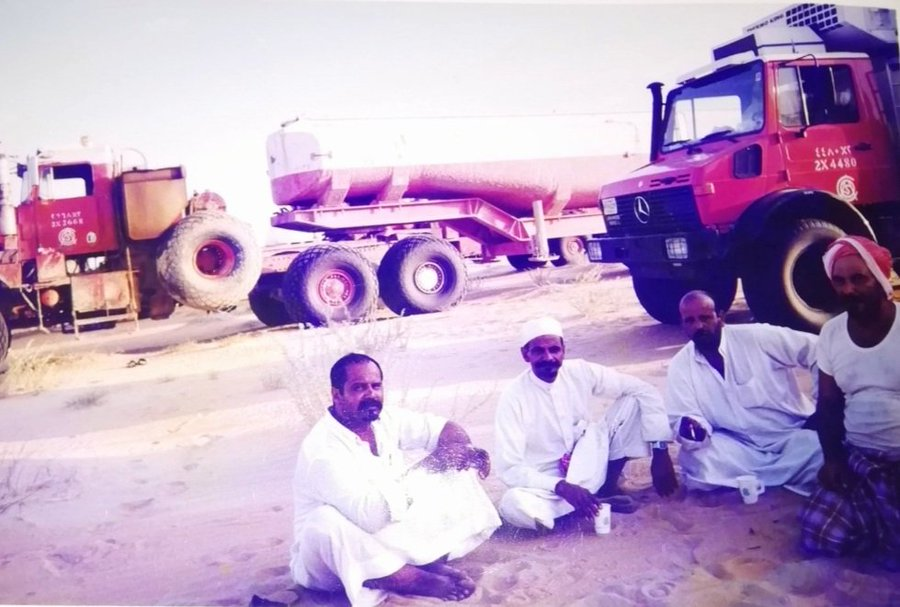 أبطال الصحراء.. مجموعة من سائقي أرامكو في الماضي