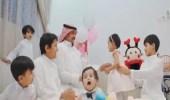 """شاهد.. أسرة سعودية تتكفل بـ """"ابنة"""" عاملتهم المنزلية بعد وفاتها"""