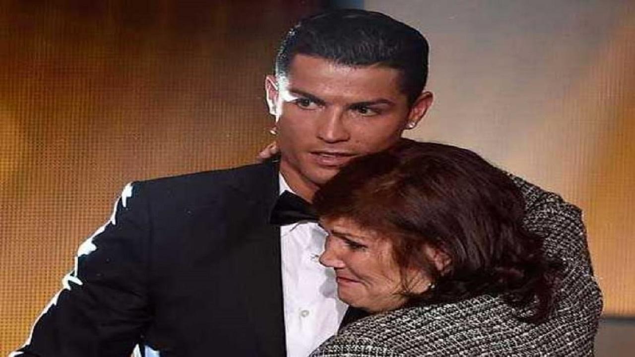 """والدة """"رونالدو"""" تدعم نجلها رغم منعها من حضور المباريات"""