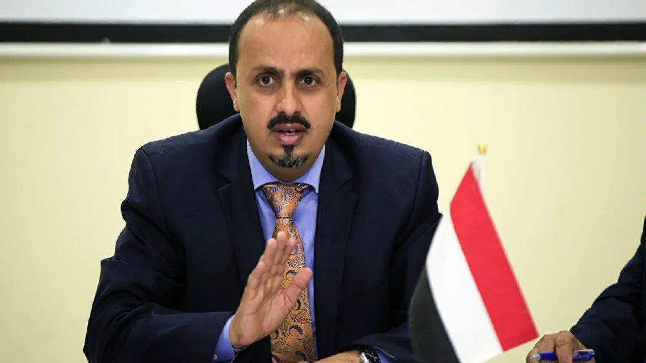 """""""الإرياني"""": الحوثيون يحولون مطار صنعاء إلى ممر لتهريب الأسلحة"""