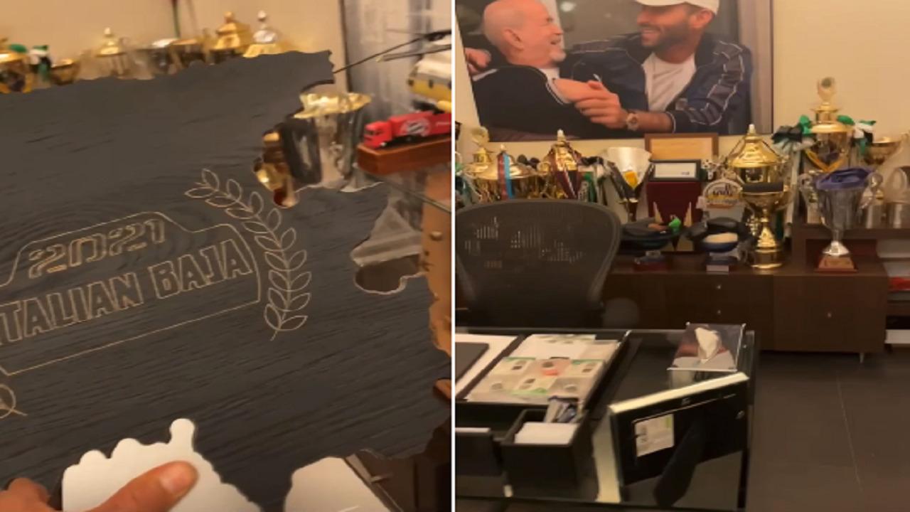 بالفيديو .. يزيد الراجحي يوثق لحظة وضعه كأس رالي إيطاليا في غرفته المملوءة بالجوائز