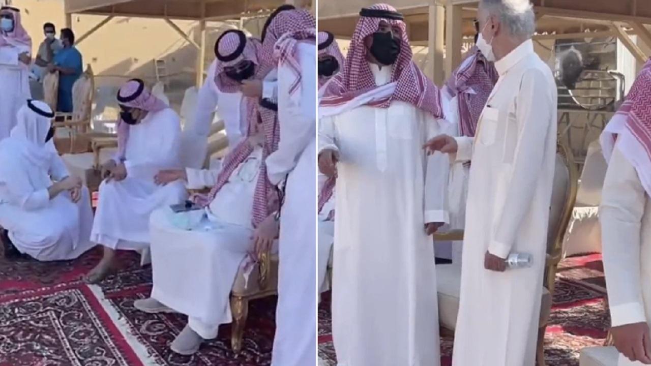 """شاهد .. الوليد بن طلال يحضر جنازة والدة أبنائه """"الأميرة دلال بنت سعود"""""""
