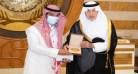 الفيصل يُكرم البطل ابن العرضيات محمد العامري