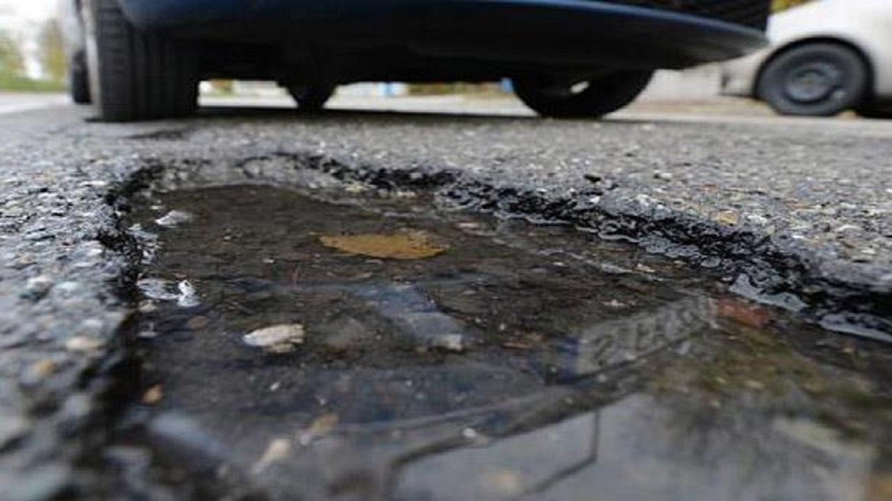 بالفيديو .. حالة لا يجوز فيها التعويض عن الأضرار التي لحقت بالسيارة بسبب حفرة