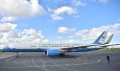 """العثور على زجاجتي """"كحول"""" داخل طائرة الرئيس الأمريكي الجديدة"""