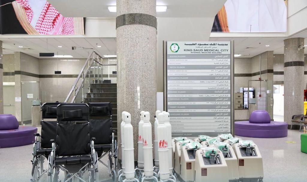 """""""سعود الطبية"""" تتلقى أجهزة طبية من جمعية صحة للمرضى المحتاجين"""