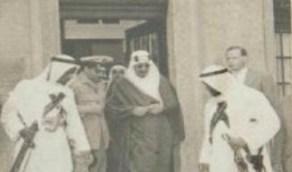 صورة نادرة للملك سعود وبرفقته أحد الضباط في بادن