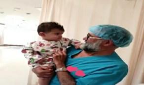 بالفيديو.. الطبيب السعودي خالد العتيبي يكرس نفسه لخدمة المرضى المحتاجين
