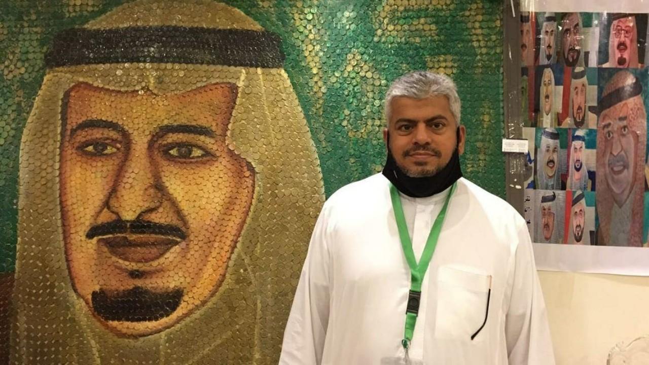 """بالصور.. """"سعودي"""" يرسم لوحات فنية للملوك بعملات معدنية نادرة"""