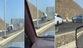 بالفيديو.. لحظة انقلاب مركبة بطريق الكلية التقنية في جدة