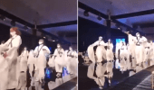 """بالفيديو.. عرض لفتيات على مسرح بالثوب و """"المجند"""""""