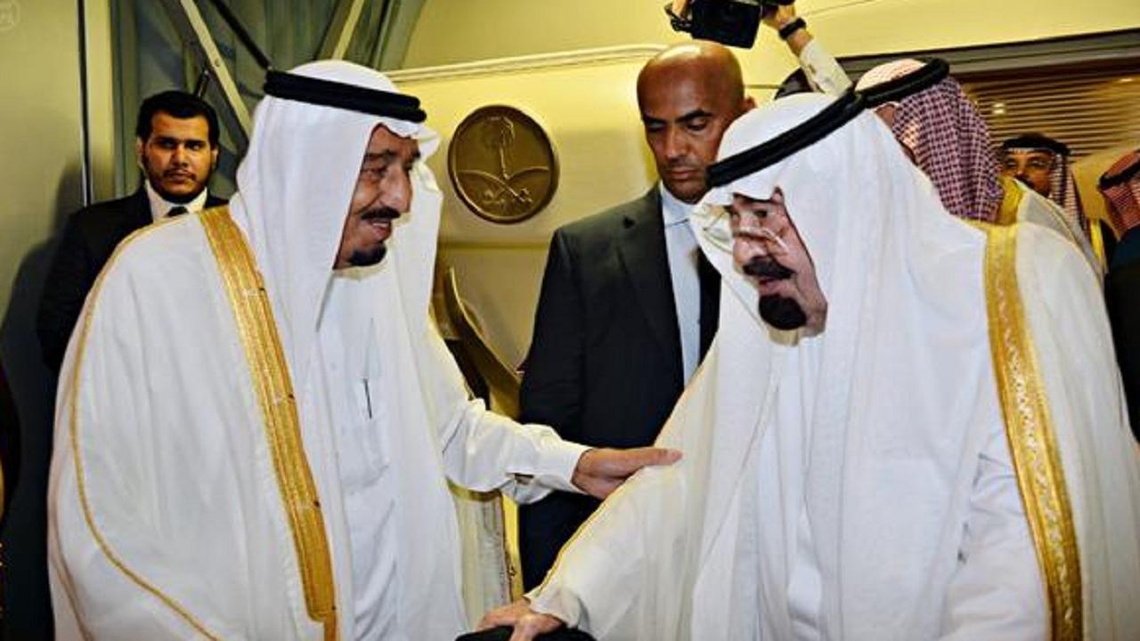 فيديو نادر للملك عبدالله مع أخيه الملك سلمان خلال أداء العرضة السعودية