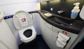 فتاة تخنق طفلها بورق التواليت في مرحاض طائرة!