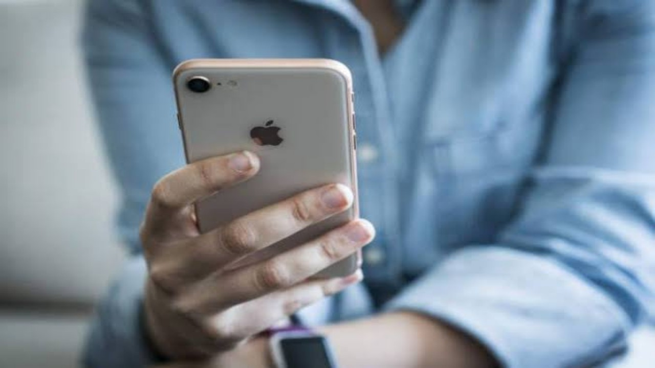 شكاوى عديدة من تطبيق شهير يستنزف بطارية هواتف آيفون